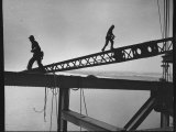 Steel Workers Above the Delaware River During Construction of the Delaware Memorial Bridge Reproduction photographique par Peter Stackpole
