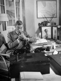 The Duke of Windsor Lighting His Pipe in the Living Room Premium Photographic Print by David Scherman