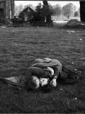 American Soldier Kissing English Girlfriend on Lawn in Hyde Park, Favorite Haunts of US Troops Photographic Print by Ralph Morse