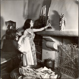 Vivien Leigh Placing Her Oscar on Her Mantelpiece at Home Premium Photographic Print by Peter Stackpole