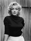 Portrait of Actress Marilyn Monroe on Patio of Her Home Kunst på metal af Alfred Eisenstaedt