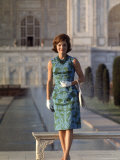 First Lady Jackie Kennedy Standing on the Grounds of the Taj Mahal During Visit to India Premium fotografisk trykk av Art Rickerby