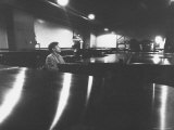 Canadian Pianist Glenn Gould Singing at Columbia Recording Studio Reprodukcja zdjęcia premium autor Gordon Parks