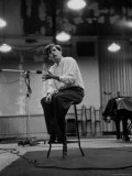 Canadian Pianist Glenn Gould Listens in Columbia Recording Studio Decides to Record Section Again Reprodukcja zdjęcia premium autor Gordon Parks