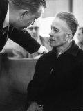 Mass Murderer Ed Gein Getting Advice from His Lawyer, William Belter Waushara County Lámina fotográfica de primera calidad por Francis Miller