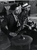 Lester Young and Trombonist at Recording Session for Jammin' the Blues Premium-Fotodruck von Gjon Mili