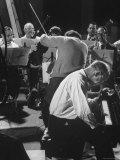 Violinist Alexander Schneider Conducting in Rehearsal of Mozart Piano Concerto Reprodukcja zdjęcia premium autor Gjon Mili