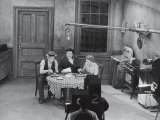 "Jackie Gleason, Art Carney and Audrey Meadows in Cramden Apartment, Eating, on ""The Honeymooners"" Premium-Fotodruck von Michael Rougier"