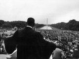 Reverend Martin Luther King Jr. Speaking at 'Prayer Pilgrimage for Freedom' at Lincoln Memorial Premium fotografisk trykk av Paul Schutzer