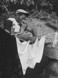 Boxer Floyd Patterson Doing Laundry at Training Quarters Near Newtown Fototryk i høj kvalitet af George Silk