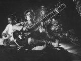 Ravi Shankar Passionately Playing the Sitar Reprodukcja zdjęcia premium autor Paul Schutzer
