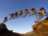 Mountain Biker Catches Air at Rampage Site near Virgin, Utah, USA Impressão fotográfica por Chuck Haney