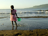 A Girl Walks on the Beach in Jacmel, Haiti, in This February 5, 2001 Impressão fotográfica por Lynne Sladky
