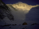 Sunkissed Advanced Basse Camp on Southside of Everest, Nepal Stampa fotografica di Michael Brown