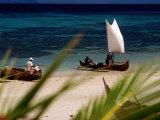 Fishing Boats, Lokobe Reserve, Madagascar 写真プリント : トム・コックレム