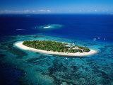 Aerial of Treasure Island, Fiji Fotografisk tryk af Peter Hendrie