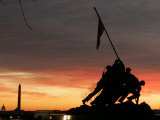 With Washington in the Background, the Sun Rises Behind the Silhouetted Iwo Jima Memorial, Center Stampa fotografica