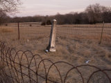 A Small, Fenced in Graveyard at Steven's Creek Farm in Nebraska Fotografie-Druck von Joel Sartore