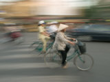 Woman on Bicycle, Hanoi, Vietnam Photographie par Gavriel Jecan