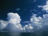 Dramatic Cloud-Filled Sky over the Vast Pacific Ocean Fotoprint van Todd Gipstein