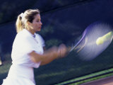 Side Profile of a Young Woman Playing Tennis Photographie