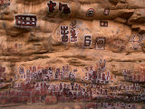 Circumcision ceremonial paintings on cliff at Songo village, Dogon country, Mali Lámina fotográfica por John Elk III
