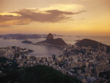 Elevated View of Rio De Janeiro and Sugar Loaf Mountain Lámina fotográfica por Richard Nowitz