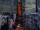 Downtown Traffic and Base of Transamerica Pyramid at Left, San Francisco, California, USA Photographie par Roberto Gerometta