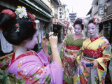 Apprentice Geisha (Maiko), Women Dressed in Traditional Costume, Kimono, Kyoto, Honshu, Japan Lámina fotográfica
