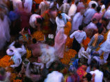 Crowds at Chowk Flower Market During Diwali Festival., Varanasi, Uttar Pradesh, India Lmina fotogrfica por Greg Elms