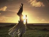 Danseuse polynésienne, Ahu Tahai, île de Pâques Photographie par Angelo Cavalli