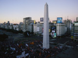 A Rally at the Base of the Obelisk in Plaza De La Republica Fotografie-Druck von Pablo Corral Vega