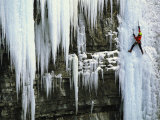 A Woman Ice Climbing in British Columbia Fotografisk tryk af Jimmy Chin