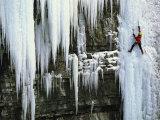 A Woman Ice Climbing in British Columbia Fotografie-Druck von Jimmy Chin