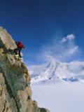A Man Clings to the Side of 2850 Meter Mount Bearskin Fotografisk tryk af Gordon Wiltsie