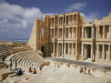 A Restored Theater at the Site of the Ancient Roman City of Sabratha Impressão fotográfica por Robert Sisson
