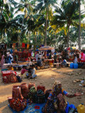 Women Selling Handcrafts at Market, Mapusa, India Fotografisk tryk af Paul Beinssen