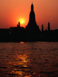 Temple of Dawn, Wat Arun, at Sunset, Bangkok, Thailand Fotografie-Druck von Richard Nebesky