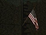 American Flag Left at the Vietnam Veterans Memorial Fotografie-Druck von Medford Taylor
