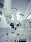 Robotic Arms in Pharmaceutical Manufacturing Fotografie-Druck von John Coletti