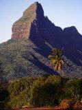 Rocky Peak of Mt. Rempart, Tamarin, Mauritius Fotografisk trykk av Tom Cockrem