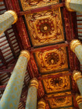 Blue Hexagonal Columns Supporting Ornate Ceiling, Ayuthaya Historical Park, Thailand 写真プリント : トム・コックレム