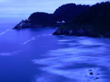 Bay with Heceta Head Lighthouse and Light Keepers House, Yachats, USA Fotografie-Druck von Brent Winebrenner