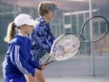 Woman Teaching a Girl How to Play Tennis Photographie