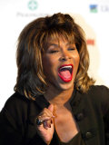 Tina Turner with Her Woman of the Year Award at the Guildhall in London, November 2005 Papier Photo