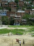 Venezuelan Children Play Soccer at the Resplandor Shantytown Fotografie-Druck