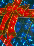 Gift Box Decoration Made of Christmas Lights, Washington, USA Lámina fotográfica por William Sutton
