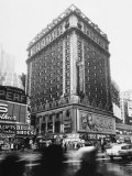 The 14-Story Hotel Claridge Towers Over the East Side of Broadway at 44th Street Papier Photo