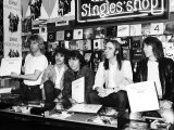 Status Quo Signing Their New Record at London HMV Store Fotografisk tryk