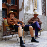 Elderly Couple Relaxing Outside Their House, Palma De Mallorca, Spain Lámina fotográfica por Christian Aslund